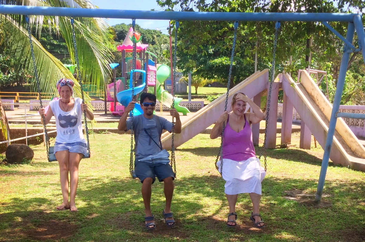 Viky, Trin, and Roser on the swings